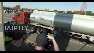 USA: Tanker truck drives into crowd of George Floyd protesters in Minneapolis