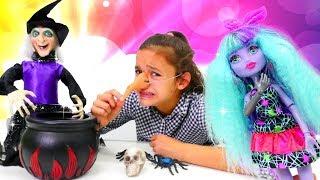 Monster High Oyuncak bebek Twyla ile seçkin bölümleri izle!