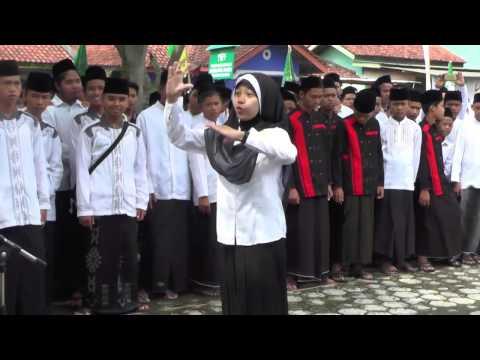 Semangat Dirigen Lagu Yallal Wathon Di Hari Santri Kecamatan Sidareja