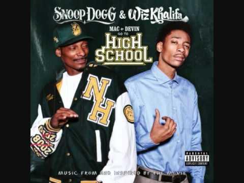 Snoopy Dogg & Wiz Khalifa - Smokin on feat. Juicy j (Clean)