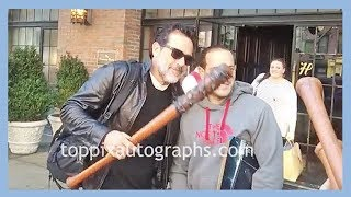 Jeffrey Dean Morgan holds a club in real life, signs autographs for Walking Dead fans and TopPix