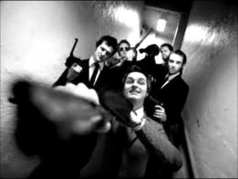 Kaizers Orchestra - Din kjole lukter bensin, mor [lyrics]