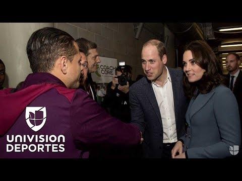 ¡Visita real!: Chicharito recibió a los Duques de Cambridge en el estadio del West Ham