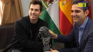 El alcalde recibe a José Herrera, ganador del Goya de animación por 'Cazatalentos'