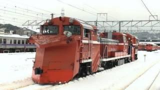 DE15形ラッセル式除雪機関車が行ったり来たりする動画