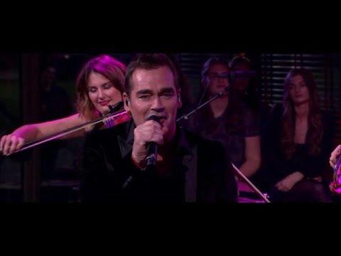 """Jeroen van der Boom zingt 'Nou is het genoeg"""" - RTL LATE NIGHT"""