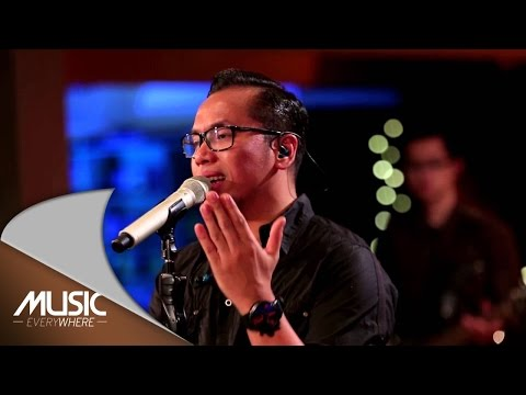 Sammy Simorangkir  - Kaulah Segalanya (Ruth Sahanaya Cover) (Live at Music Everywhere) *
