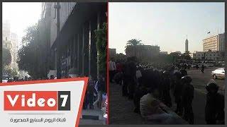 بالفيديو..تعزيزات أمنية تصل التحرير خلال تظاهر حملة الماجستير..وغلق شارع القصر العينى