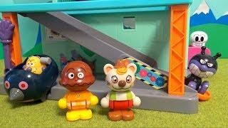 アンパンマン おもちゃアニメ  ブルブルとバイキン城ハウス❤ブルブルがカレーパンマンとパンを届けに来たよ❤︎ブルブルの大冒険!無事に届けられたかな? thumbnail