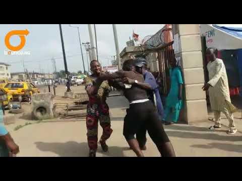 Two fighting: Lagos Conductor VS Passenger thumbnail