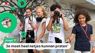 Kinderen werken als journalist in de buurt