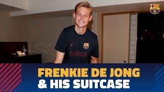 What's in De Jong's case?