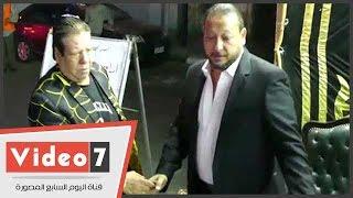 شعبان عبد الرحيم ومحمود شميس أول الحاضرين فى عزاء أسرة أحمد العيسوى