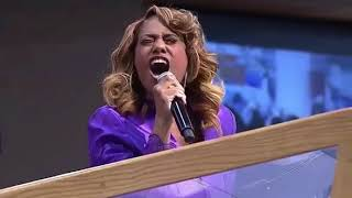 Jennifer Holliday Sings at Aretha Franklin's Funeral