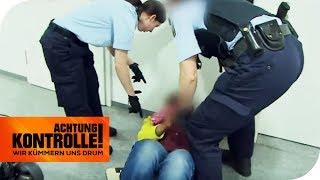 Frau flippt aus und weigert sich die Polizeiwache zu verlassen! Warum?   Achtung Kontrolle