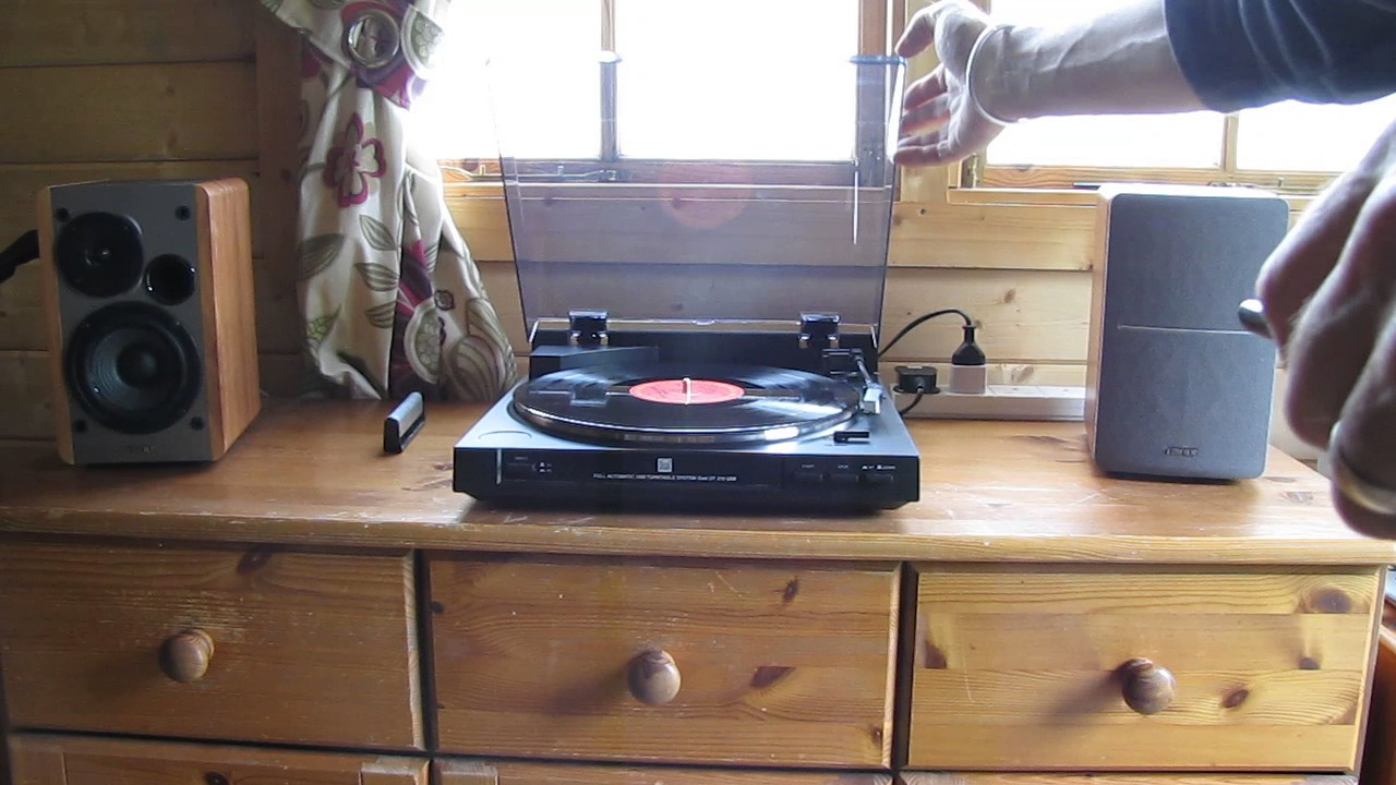 Dual usb turntable with active edifier speakers