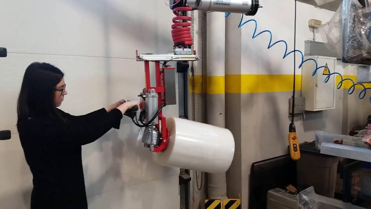 Elevador neumático para elevar y voltear bobinas