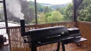 """Bison BBQ Smoker """"Kansas"""" in Aktion"""