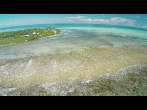 Exploring the reefs of Belize in 4k by drone