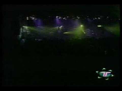 AVRIL LAVIGNE - COMPLICATED (LIVE MEXICO CITY, OCT 28, 2002)