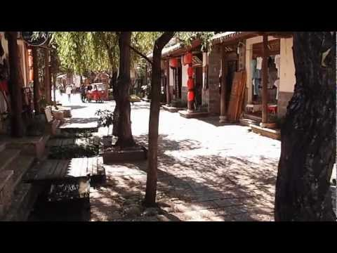 Street in Lijiang's Shu Hu Ancient City with Local Music (丽江小倩 一瞬间)