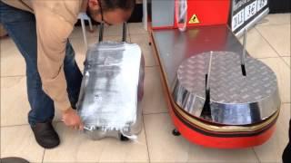 Как Упаковать Чемодан в Аэропорту / Упаковка в три раза дешевле чем в петербурге(Показан процесс упаковки чемодана в полиэтилен в аэропорту Шарм-Эль-Шейха. Существуют разные мнения о необ..., 2014-02-14T17:39:19.000Z)