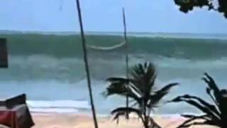 SHOCKING TSUNAMI RAW FILE FOOTAGE [video - 2004].mp4