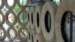 Se reutilizan llantas viejas como panales cortinas o ventanales