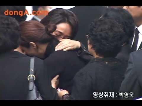 [donga]'Choi Jinsil',funeral,memory of her smile(故최진실 영결식,추억 속 그녀의 미소)