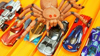 SPIDER ATTACK Hot Wheels Justice League Cars Batman Wonderwoman Superman outrun HUGE Insect!