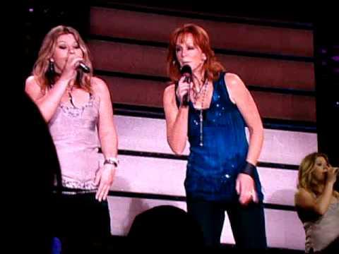 Reba McEntire & Kelly Clarkson - Im A Survivor