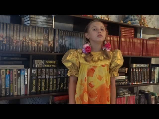 Изображение предпросмотра прочтения – РенатаГорбачёва читает произведение «Закружилась листва золотая…» С.А.Есенина