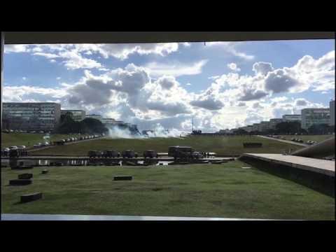 Polícia dispersa manifestantes em Brasília l JP Notícias