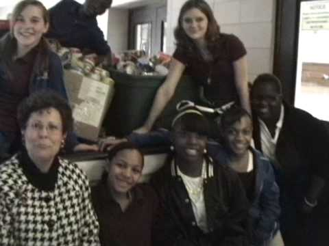 Ladys Island Middle School Food Drive For HELP Of Beaufort 11 23 09 3