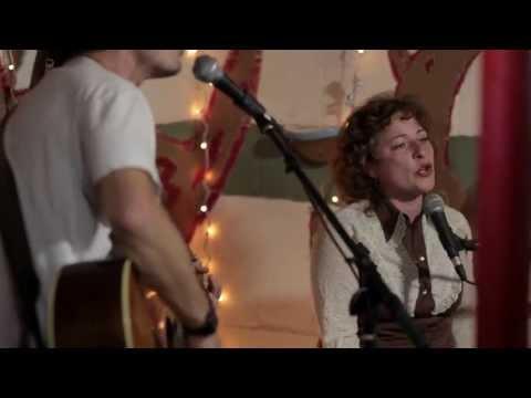 Shovels & Rope - El Paso (Live @Pickathon 2012)