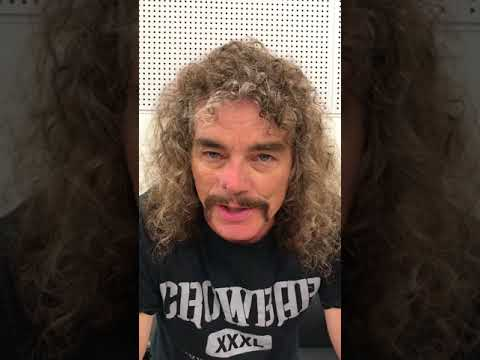 "Overkill's Bobby ""Blitz"" Ellsworth says hello to Japan"