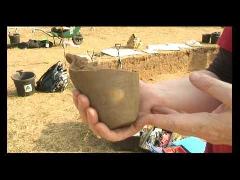 Mystery skeleton mystifies archaeologists