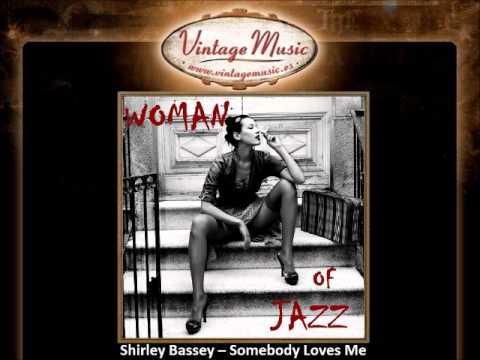 Shirley Bassey -- Somebody Loves Me (VintageMusic.es)