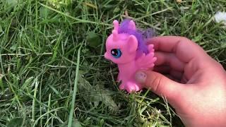 маленькая ПОНИ!!! Играем с лошадкой!!! Видео для детей.дружба это чудо.
