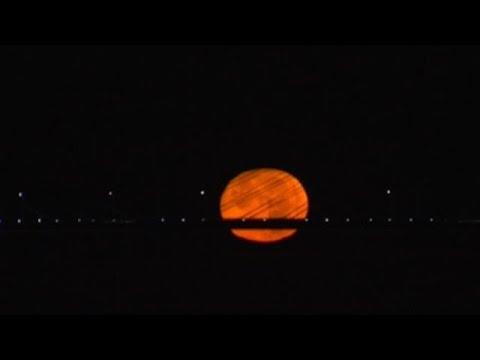 A lúa chea sobre a ría de Vigo, un espectáculo