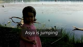 Мини-уроки английского. Asya is jumping