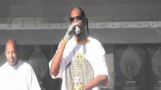 "SNOOP DOGG performs ""Gin n Juice"" in Brooklyn"