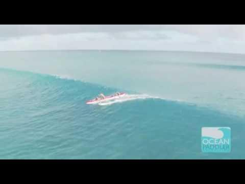 Surf en pirogue