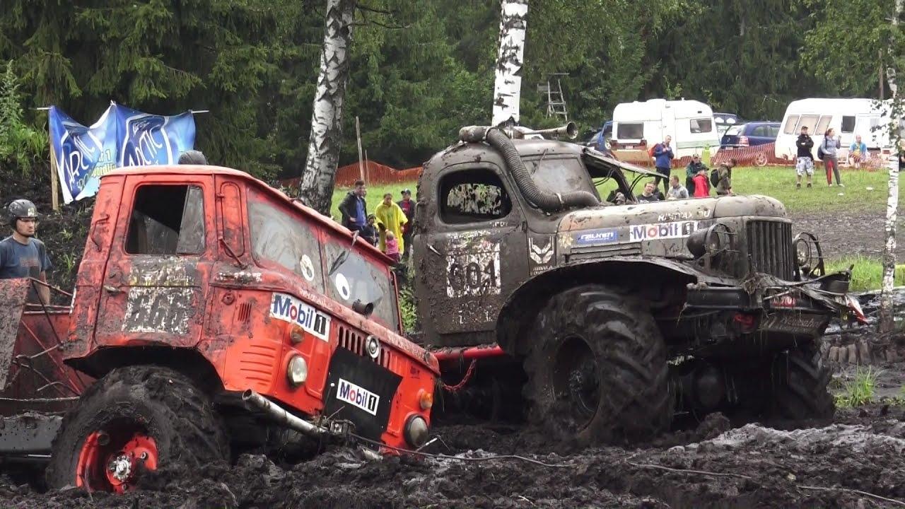 Off-Road Trucks in Mud field in Klaperjaht