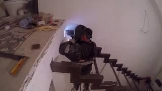 монтаж металлического каркаса лестницы открытого типа