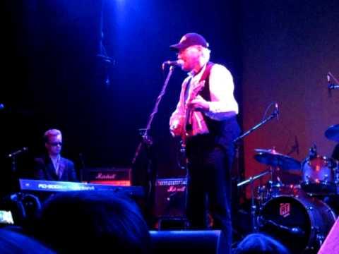 Tony Sheridan sings