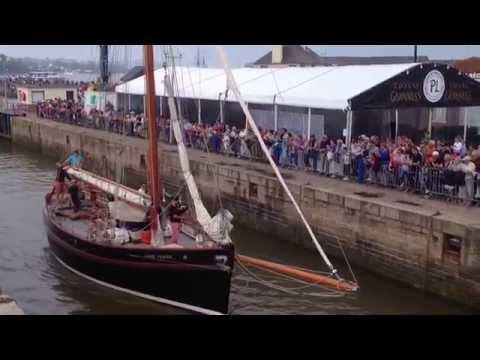 Arrivée des vieux gréements au Festival du Chant de marin 2015
