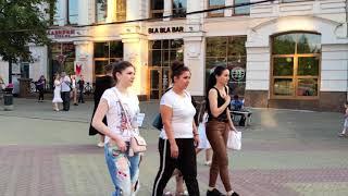 Певцы и музыканты на Кировке.  Необыкновенная  Кто влюблен свою жизнь для тебя превратит в цветы