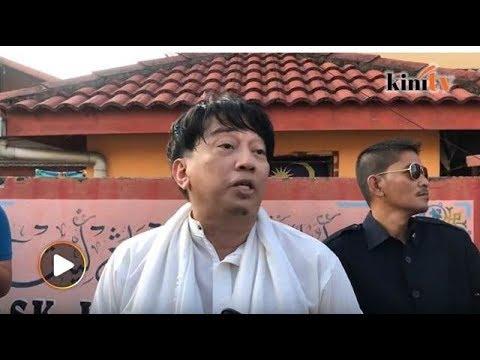 8:30 Pagi: Azwan Ali muncul buang undi, 'ngomel' tentang SPR