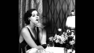 Watch Dinah Shore Smoke Gets In Your Eyes video